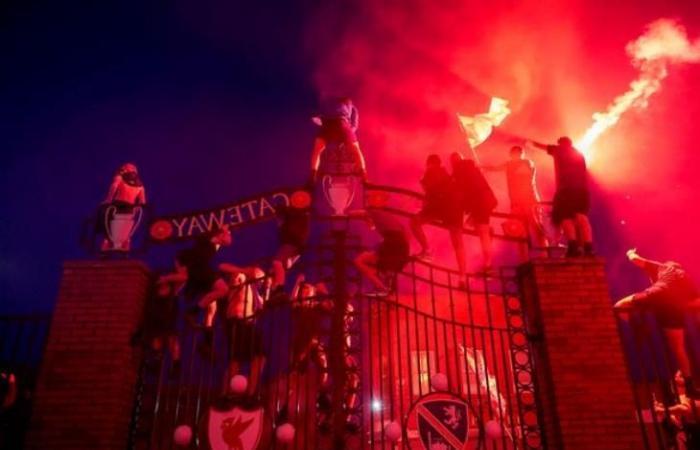 رياضة عالمية الأربعاء جماهير ليفربول تعتدي على حافلة ريال مدريد (صورة)