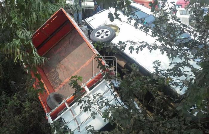#المصري اليوم -#حوادث - إصابة 6 في انقلاب سيارة ميكروباص على الطريق الحر ببنها موجز نيوز
