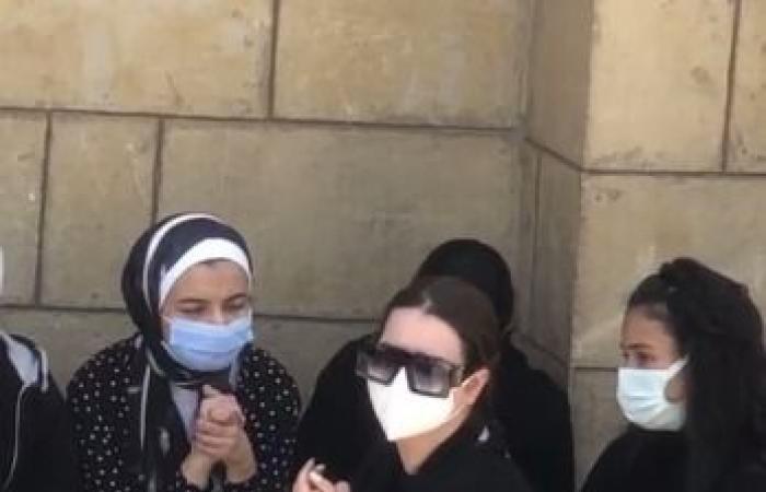 #اليوم السابع - #فن - انهيار هنادى مهنا فى جنازة والدة زوجها أحمد خالد صالح.. صور وفيديو