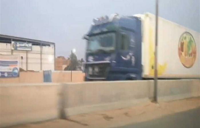 المصري اليوم - اخبار مصر- في الاتجاهين.. سيارات النقل الثقيل تحتل الطريق الزراعي في العياط (فيديو) موجز نيوز