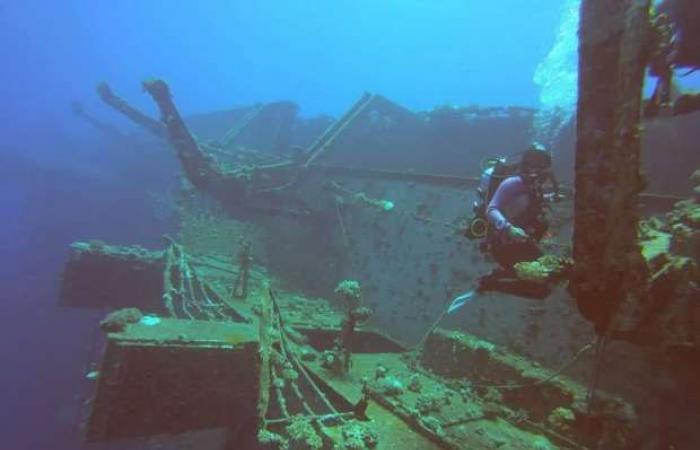 اخبار السياسه «مقبرة سفاجا».. رحلة غوص داخل ركام عبارة «سالم إكسبريس»: «الفاتحة على ضحايا البحر»