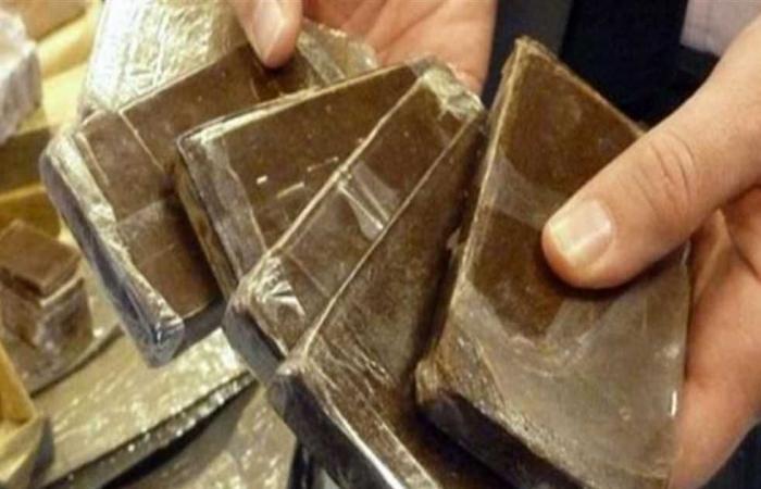#المصري اليوم -#حوادث - «مكافحة المخدرات» تضبط 86 طربة حشيش قيمتها 600 ألف جنيه بحوزة 3 أشخاص موجز نيوز