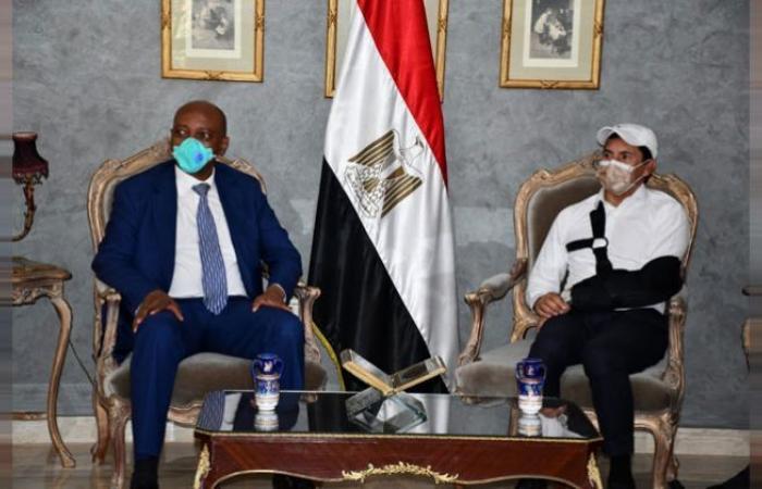 الوفد رياضة - وزير الشباب والرياضة يستقبل رئيس الكاف عقب وصوله القاهرة موجز نيوز