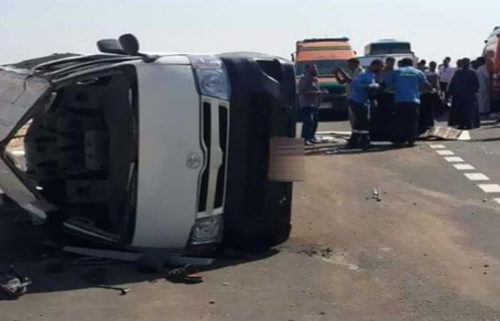 الوفد -الحوادث - إصابة 11 شخصًا في حادث انقلاب سيارة ميكروباص بطريق الفيوم الصحراوي موجز نيوز