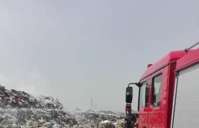 #اليوم السابع - #حوادث - سيارات المطافى تواصل إخماد حريق القمامة بالنقطة الوسيطة في الزقازيق.. صور