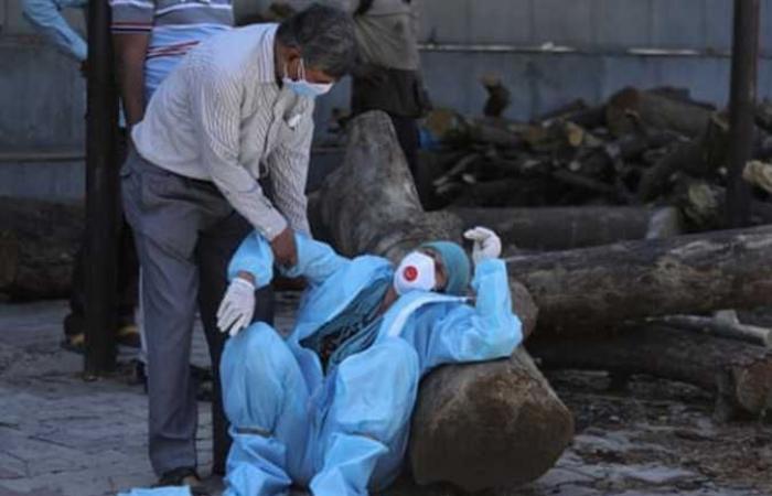 #المصري اليوم -#اخبار العالم - مشاهد مرعبة في الهند.. ضحايا يموتون على أبواب المستشفيات..ونيران الجثث تضيء الليل (صور) موجز نيوز