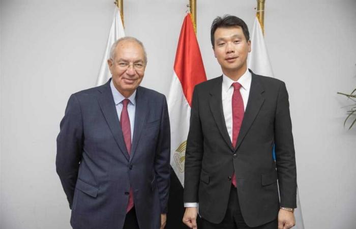 #المصري اليوم - مال - السفير الكوري يبحث مع رئيس الهيئة الاقتصادية لقناة السويس فرص التعاون والاستثمار موجز نيوز